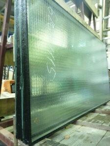 Стеклопакет из армированного стекла